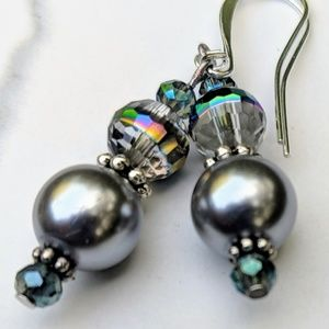 Jewelry - Grey Pearl and Crystal earrings